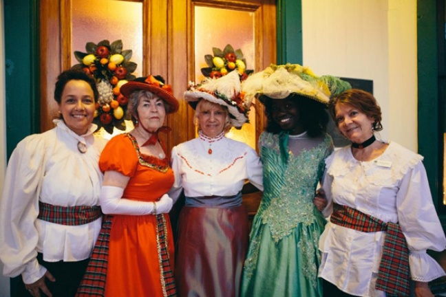 Docents in traditional Victorian dress before the Holiday River Tour