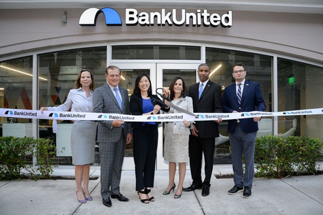 (L-R) Kimberly Maroe, Broward County Public Information Manager; Gerry Litrento, BankUnited Senior Executive Vice President, Retail and Small Business Banking; Lisa Shim, BankUnited Executive Vice President, Head of Consumer and Small Business Banking; Eris Sandler, BankUnited Executive Vice President, Retail Executive; Keval Simmons, BankUnited Vice President, Market Leader; Eugen Bold, Aide to Broward County Commissioner Tim Ryan.