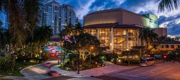 Student Scholarships Available for Fall Classes at the Broward Center